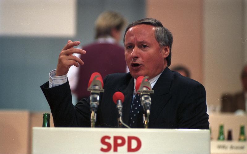 File:Bundesarchiv B 145 Bild-F079284-0010, Münster, SPD-Parteitag, Lafontaine.jpg