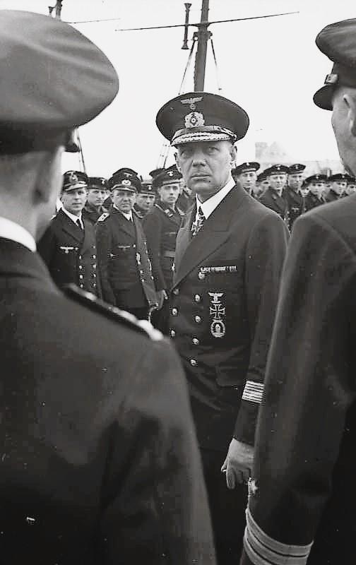 Bundesarchiv_Bild_101II-MW-2064-17A%2C_Friedrich_Oskar_Ruge_bei_MS-Flottille.jpg