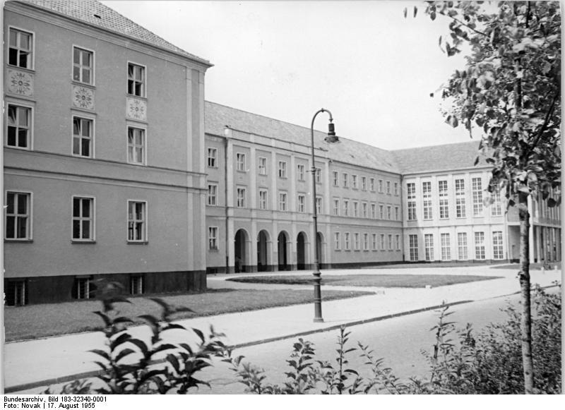 file bundesarchiv bild 183 32340 0001 berlin prenzlauer berg grundschule wikimedia. Black Bedroom Furniture Sets. Home Design Ideas