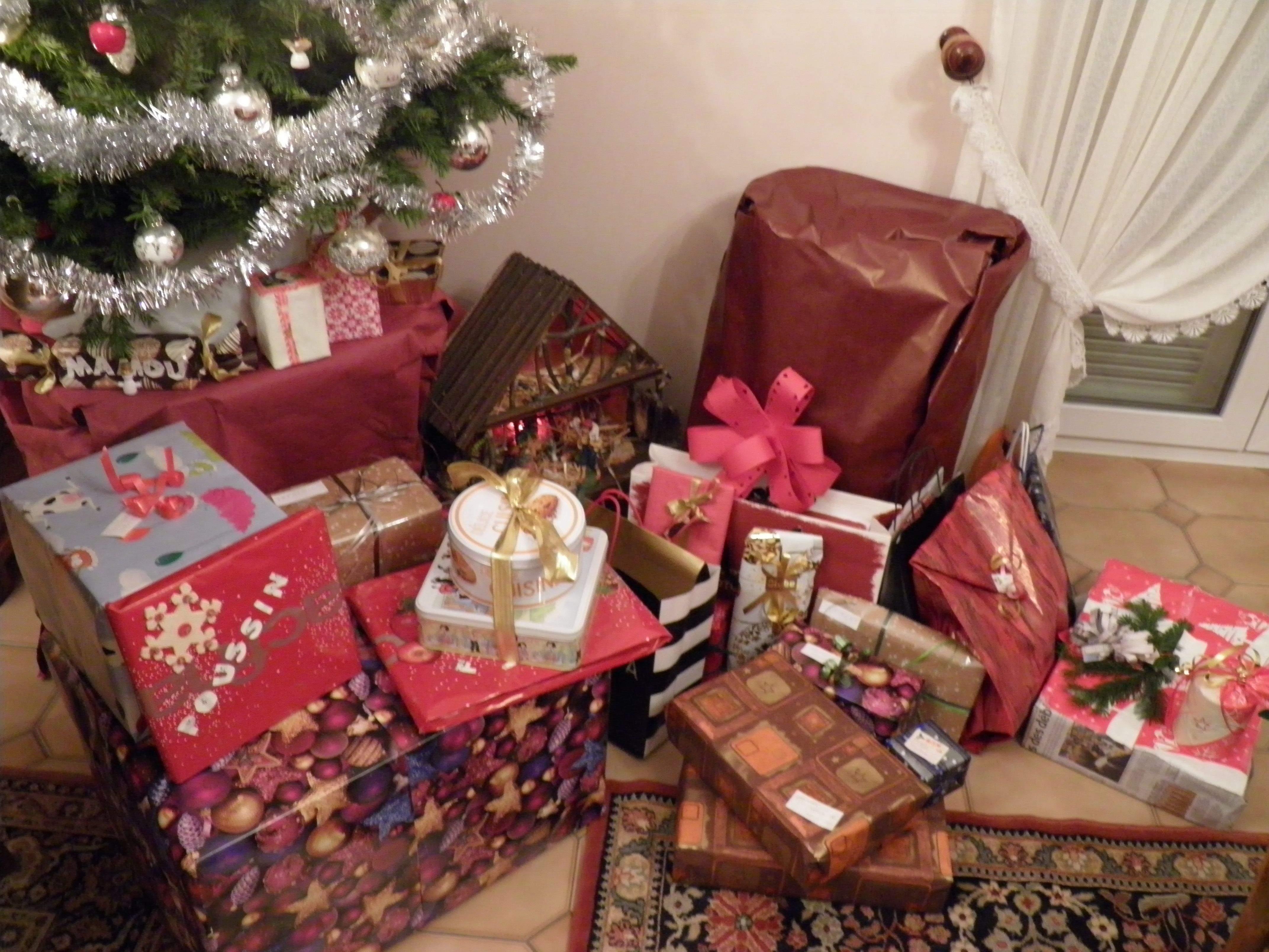 Echanges de cadeaux pour Noël ~   Cadeaux_de_No%C3%ABl_%282%29