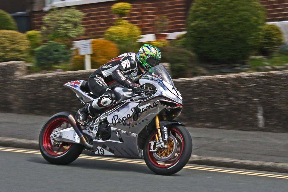 Toparis claims Supersport pole at Wakefield - Bike Review