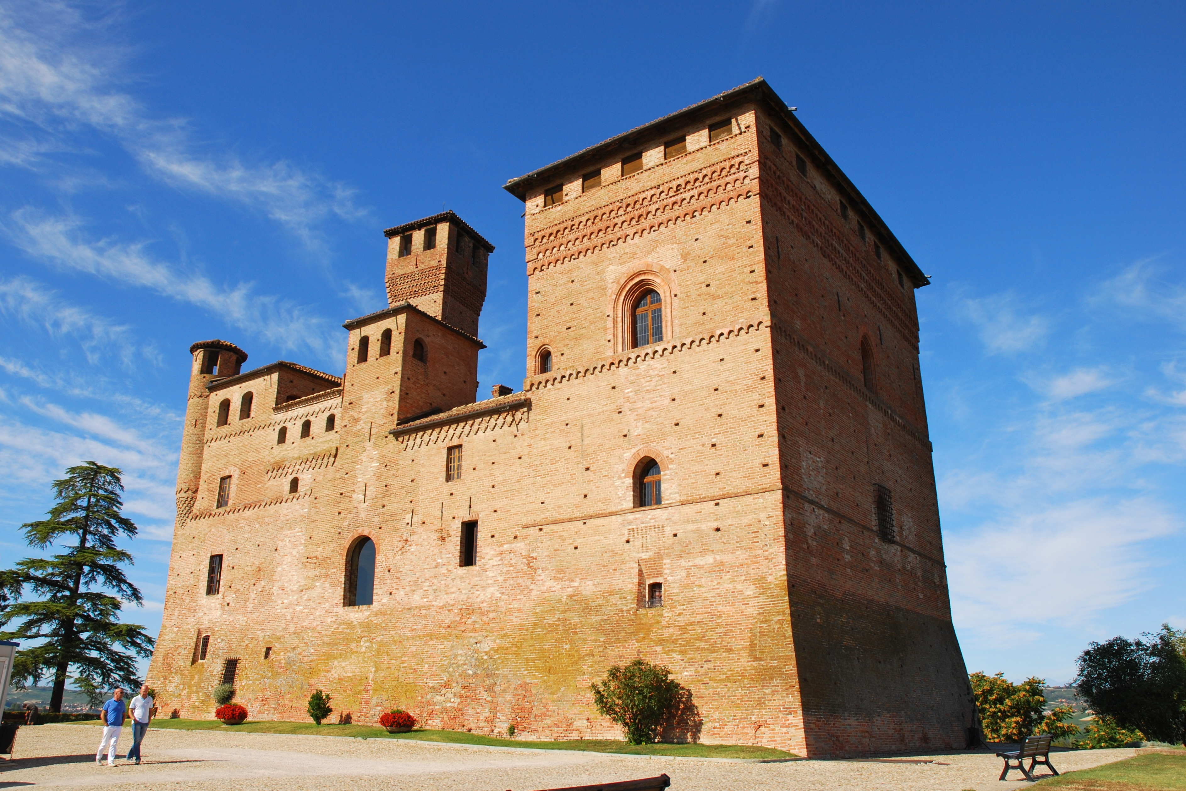File:Castello di Grinzane Cavour.jpg - Wikimedia Commons