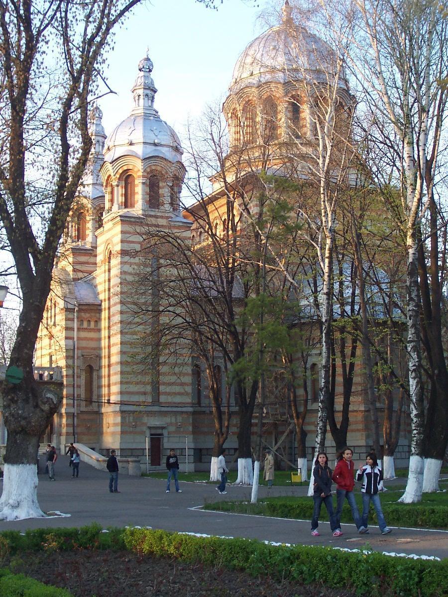 Fişier:Catedrala din Tecuci.jpg