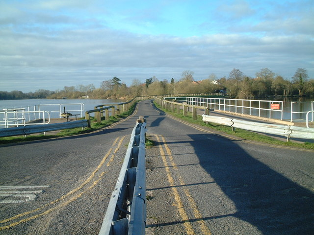 Causeway Earlswood Lakes - geograph.org.uk - 1228704