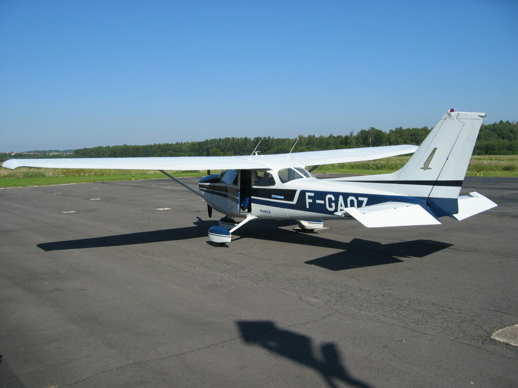 File:<b>Cessna 172</b> 1.jpg - Wikimedia Commons