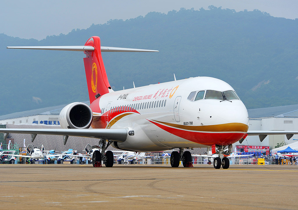 File chengdu airlines comac arj21 700 at 2014 zhuhai air for Airplane show