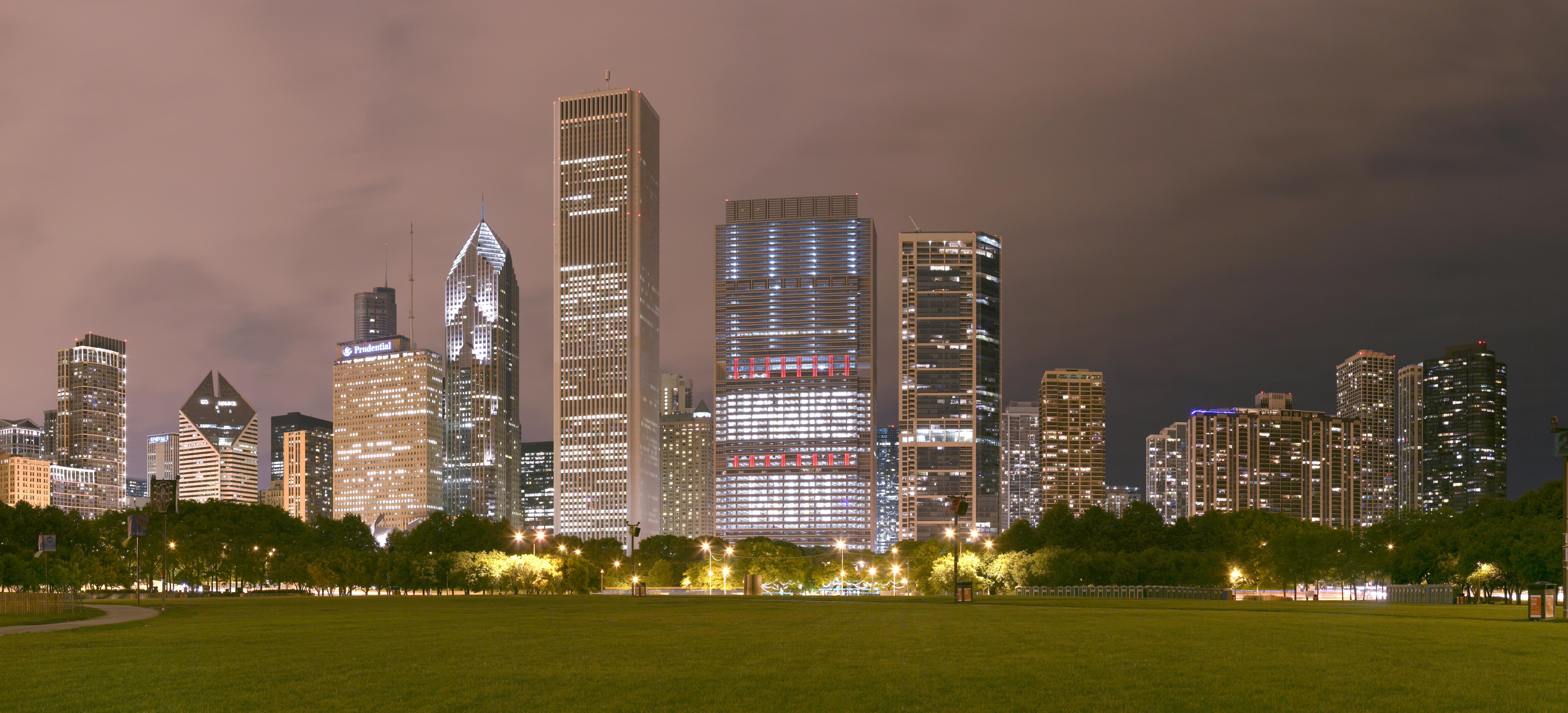 "Chicago Grant Park night pano (Blue Cross Blue Shield Tower ""Hawks Win"") 2.jpg"