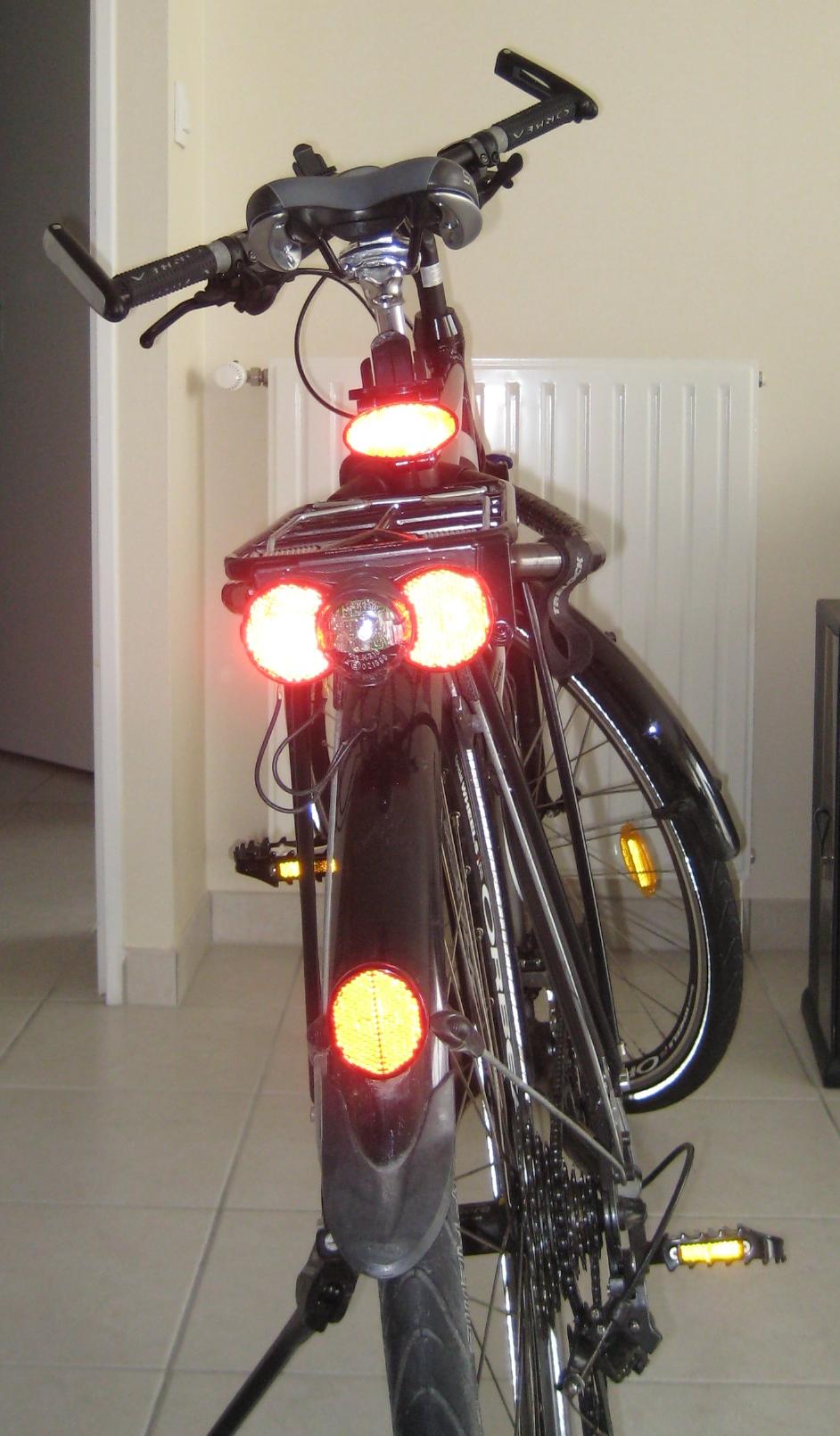 自転車の 反射板 自転車 取り付け : Bicycle Reflectors