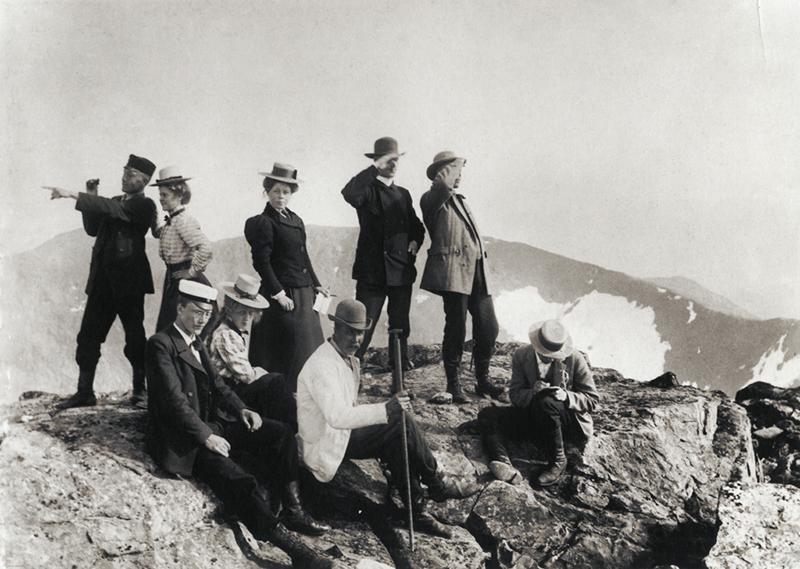 De första turisterna på toppen av Storsylen. Fjällandskap - Nordiska Museet - NMA.0000024