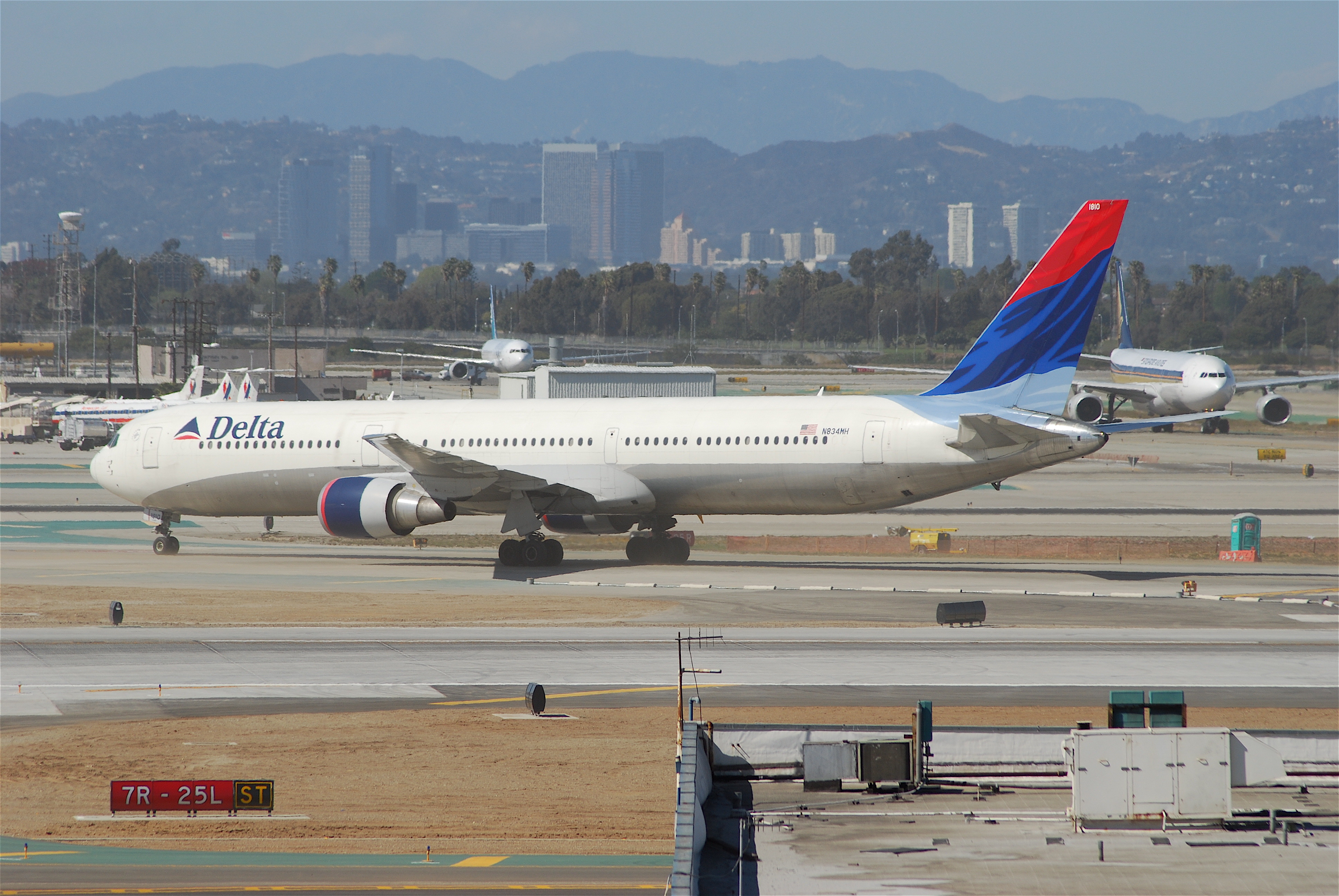 File Delta Air Lines Boeing 767 400 N834mh Lax 18 04 2007