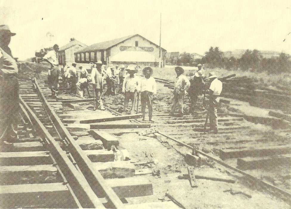Archivo:Empleados del Ferrocarril del Sud.jpg - Wikipedia, la enciclopedia  libre