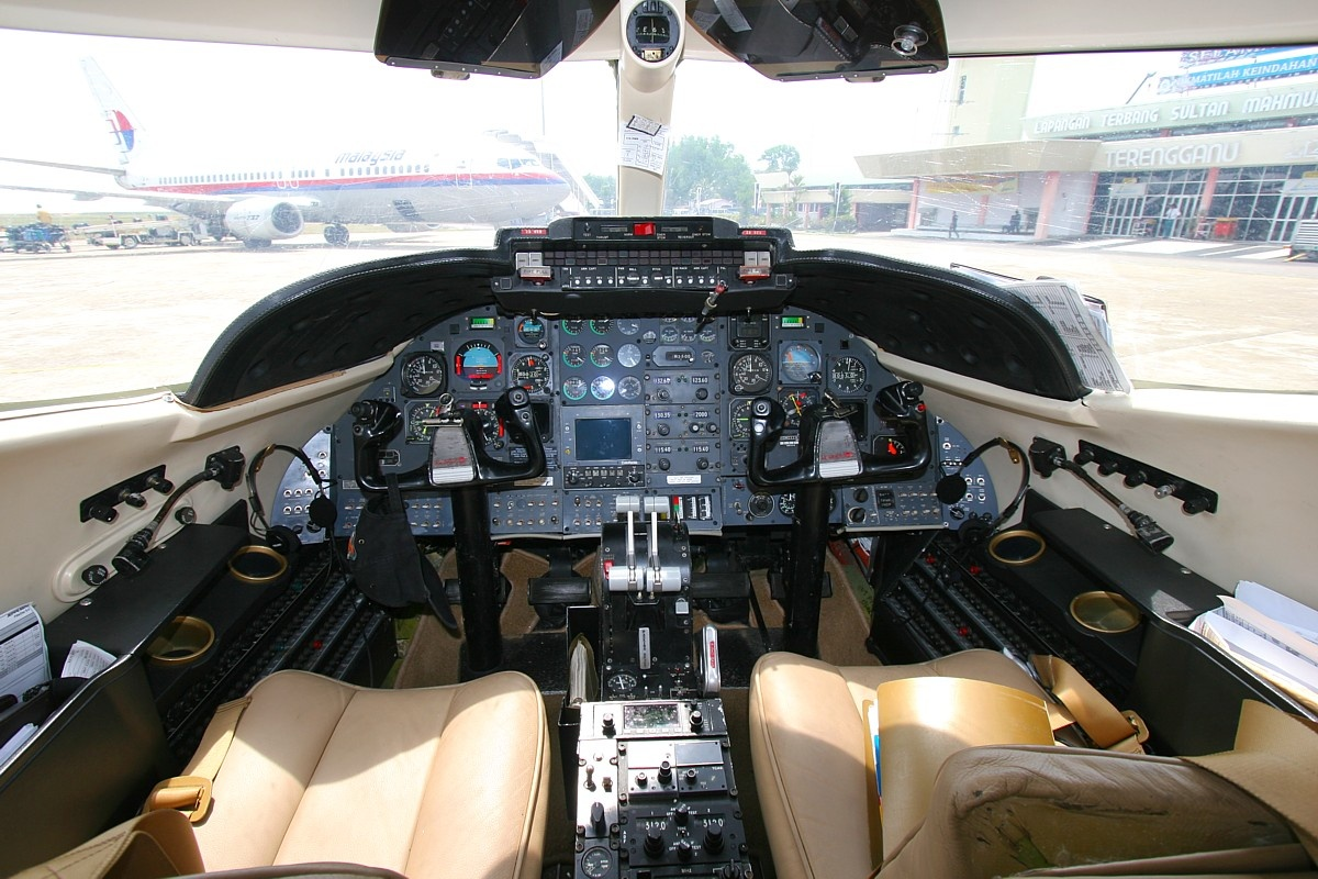 List of Synonyms and Antonyms of the Word: learjet 35a