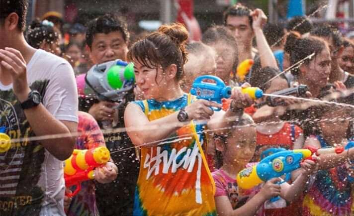 File:Festival cian cui atau perang air.jpg