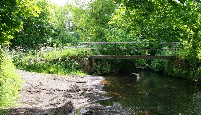 Footbridge across the River Dove at Bridge End Farm - geograph.org.uk - 1714368