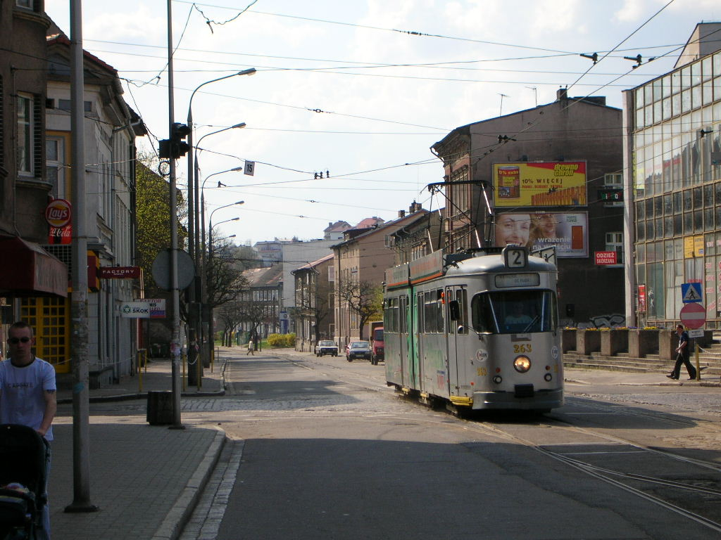 http://upload.wikimedia.org/wikipedia/commons/b/b3/Gorz%C3%B3w_Wielkopolski_-_ul._Sikorskiego.jpg