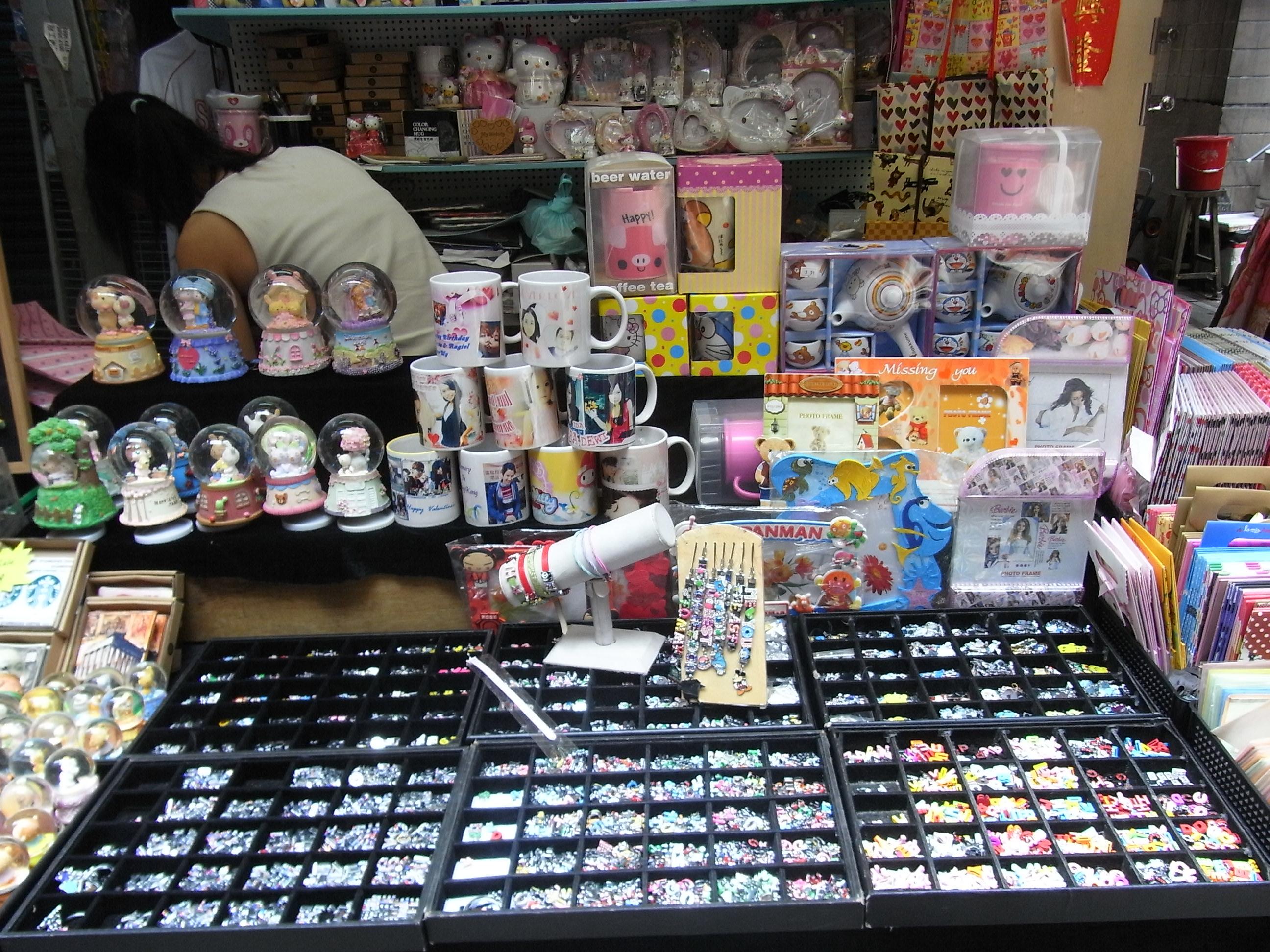 File:HK CWB Jardine's Crescent morning outdoor market ...