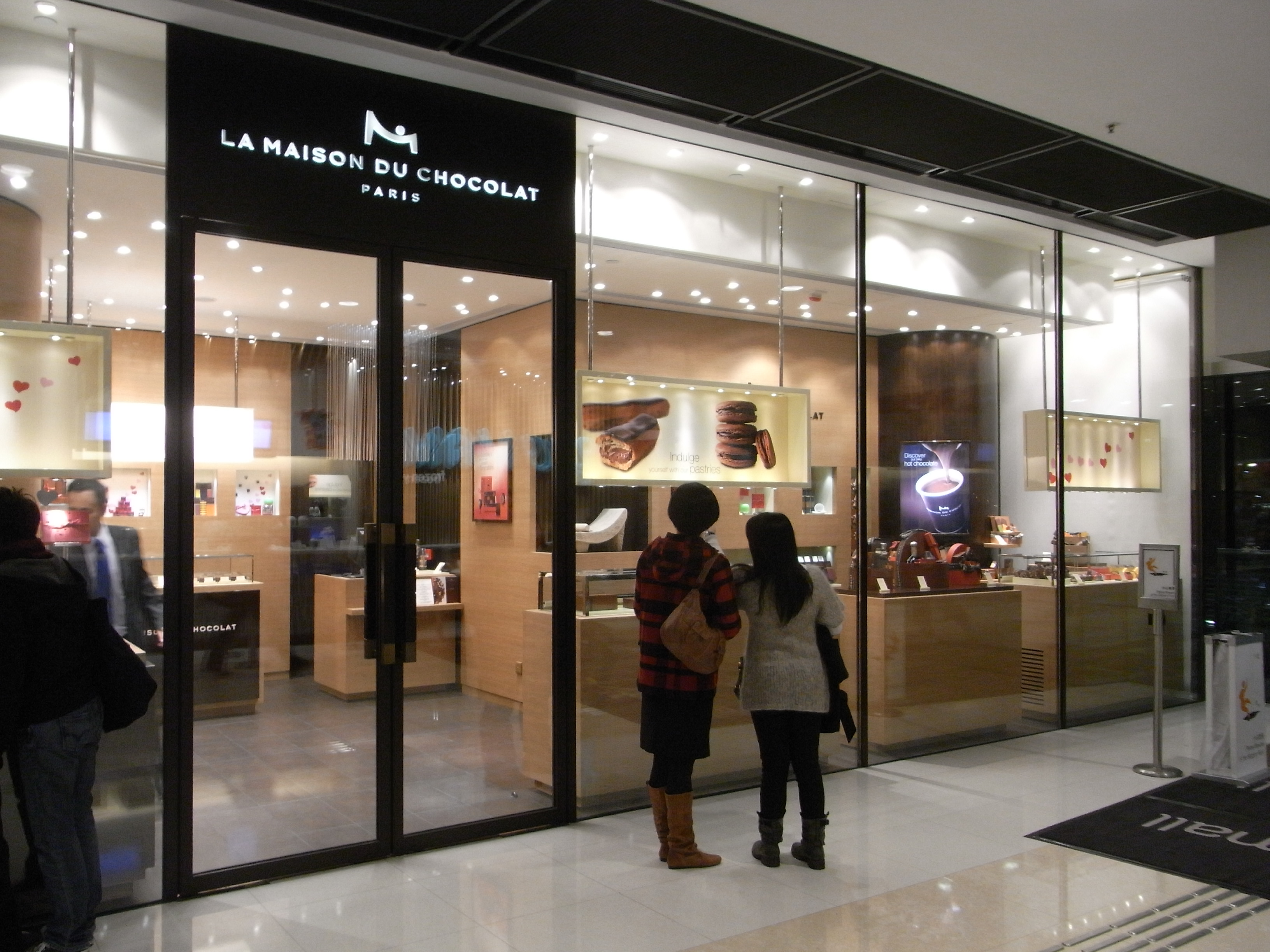 fichier hk central night ifc mall shop 1050 la maison du chocolat wikip dia. Black Bedroom Furniture Sets. Home Design Ideas