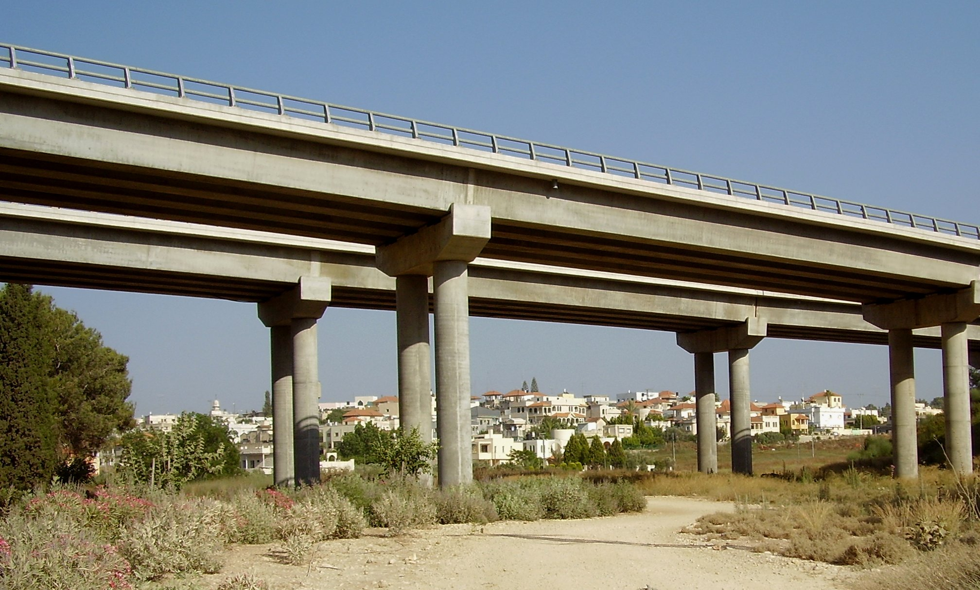 Highway_6_Narbeta_bridge_and_Meiser_b1.jpg