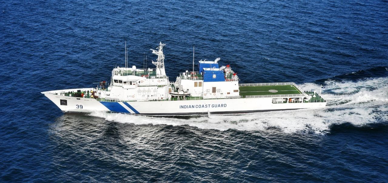 https://upload.wikimedia.org/wikipedia/commons/b/b3/ICGS_Vigraha_%2839%29_during_sea_trials.jpg