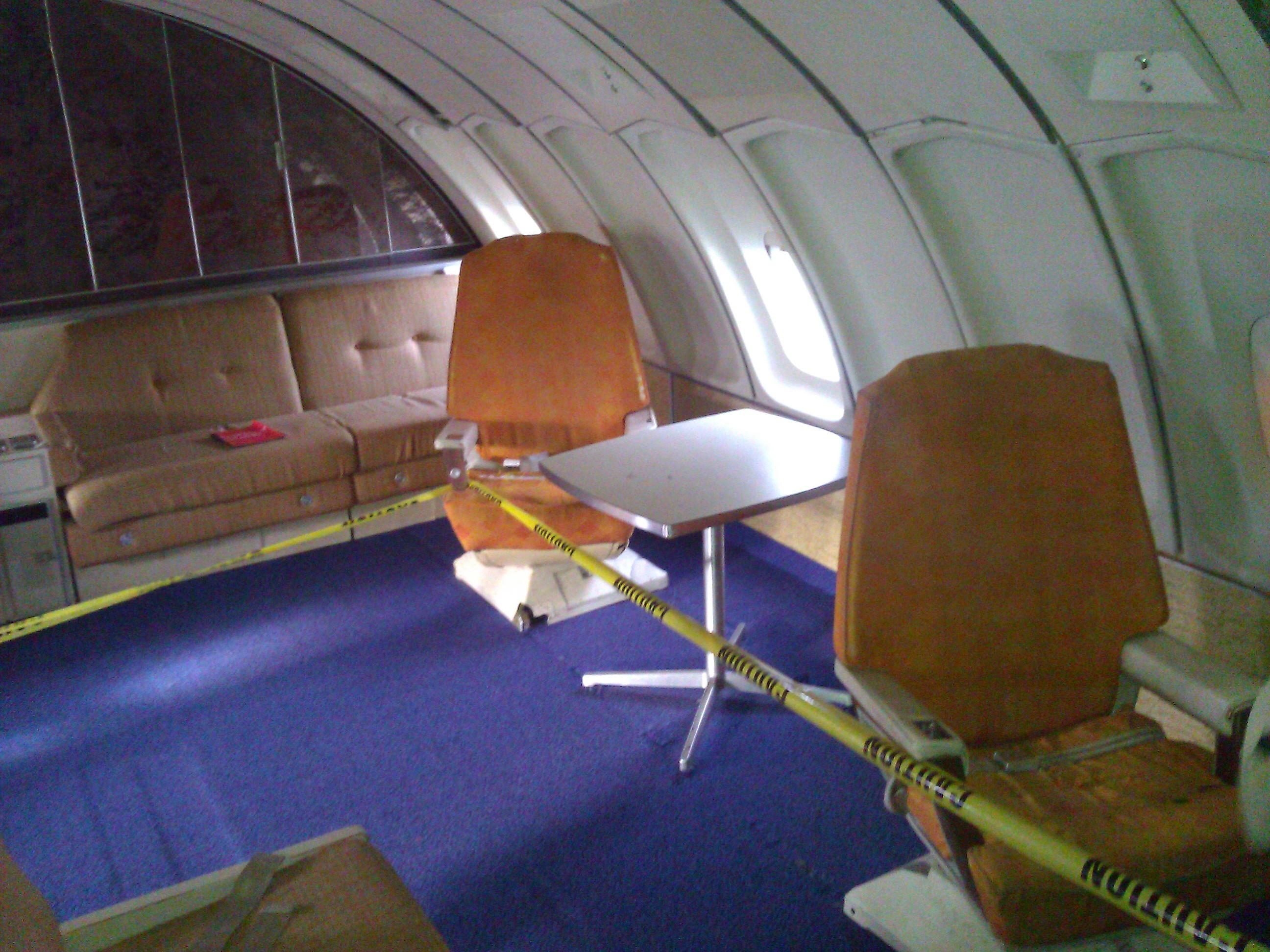 File:Interior of Boeing 747 (N7470).jpg - Wikimedia Commons