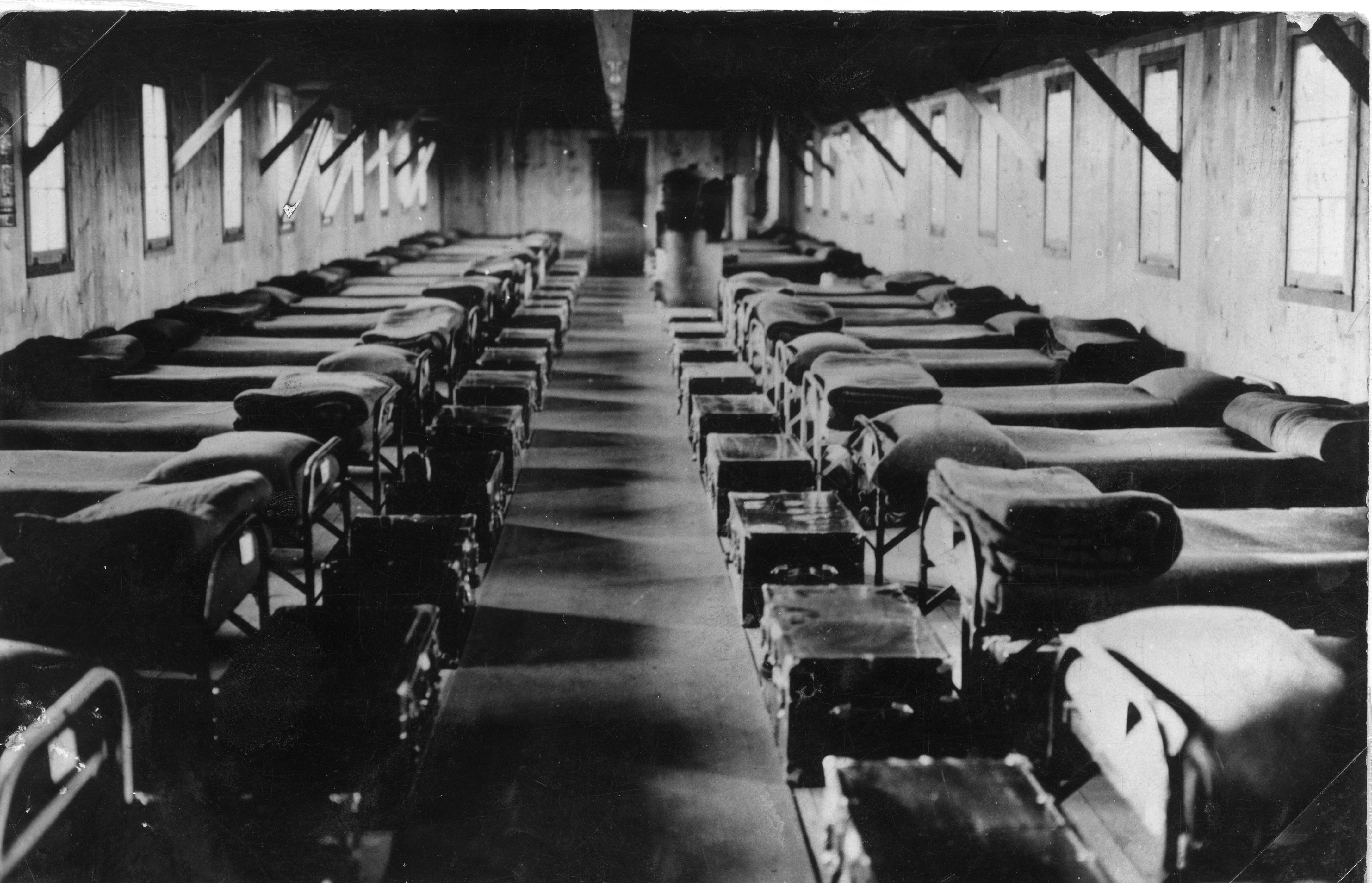 Description Interior view of CCC barracks, Montana (3226907510).jpg: commons.wikimedia.org/wiki/File:Interior_view_of_CCC_barracks...