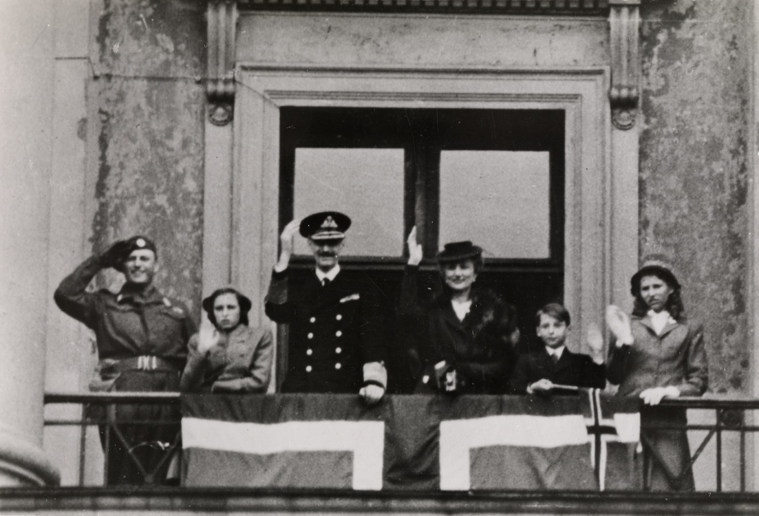 King Haakon returns to Norway after World War II