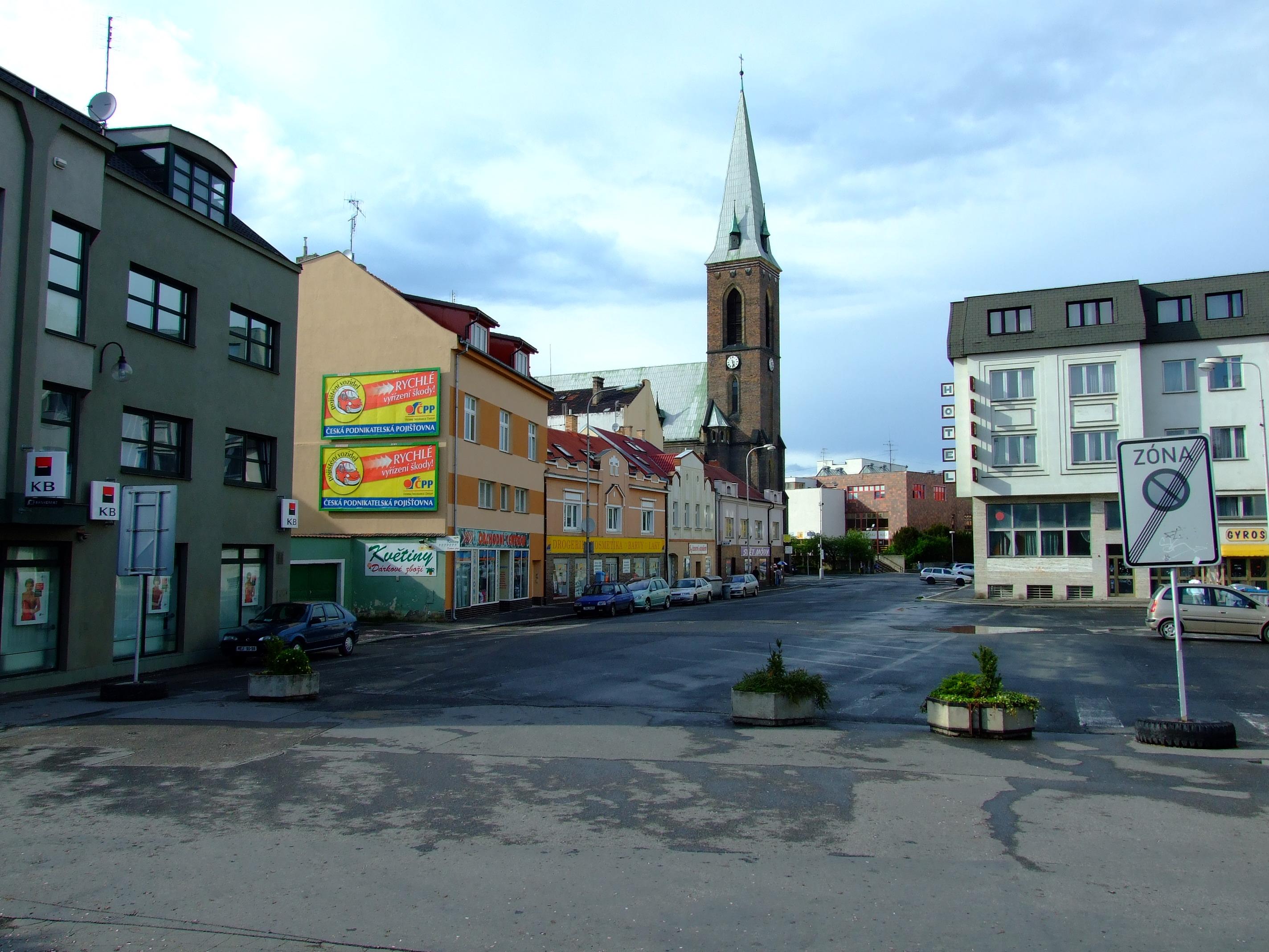 kralupy nad vltavou men Kralupy nad vltavou sú mesto v česku v okrese mělník v stredočeskom kraji 1 januára 2012 tu žilo 18 098 obyvateľov, z toho 9 020 mužov a 9 078 žien.