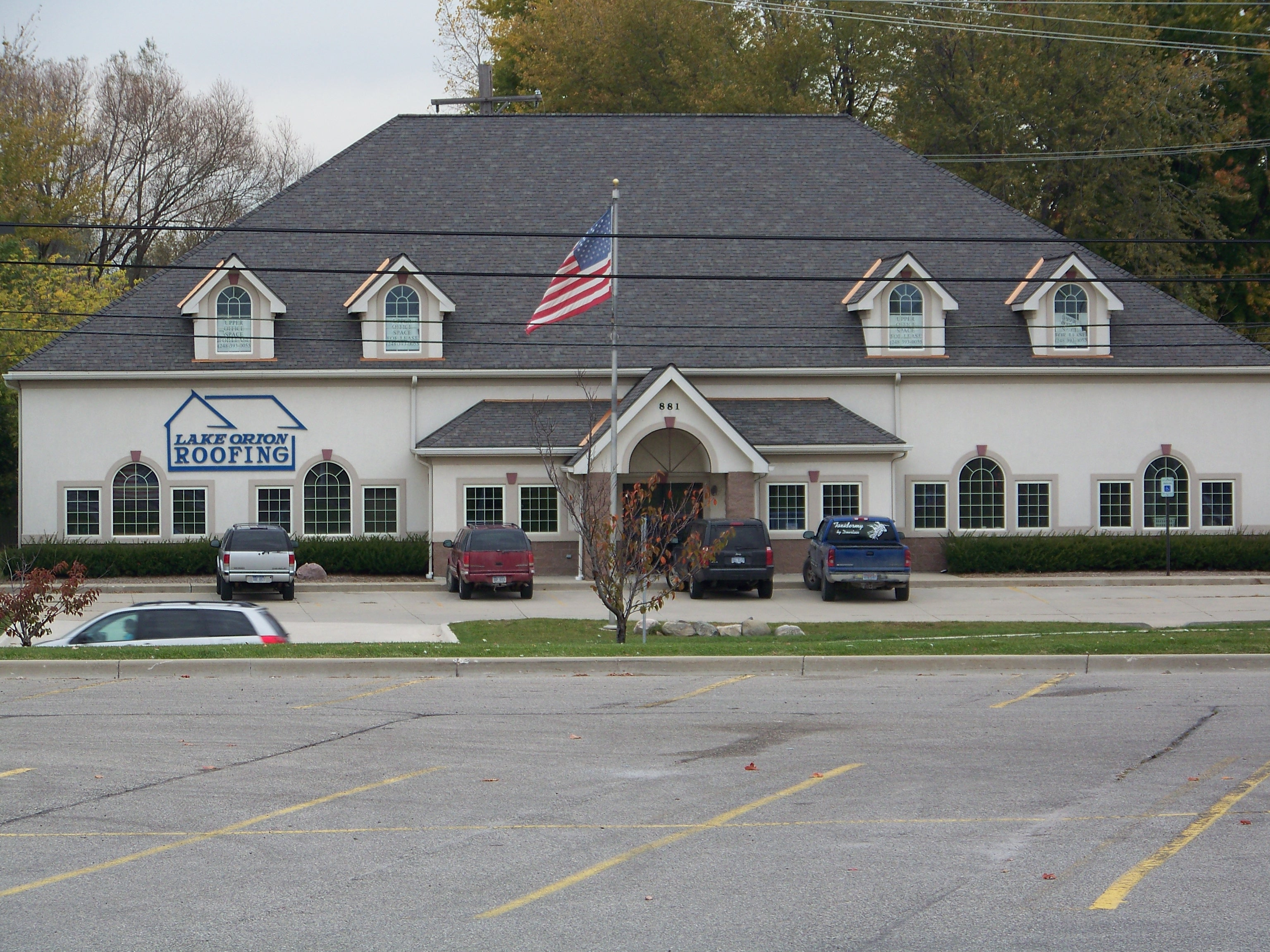 File:Lake Orion Roofing   Panoramio