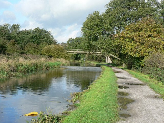Leeds and Liverpool Canal - geograph.org.uk - 265292