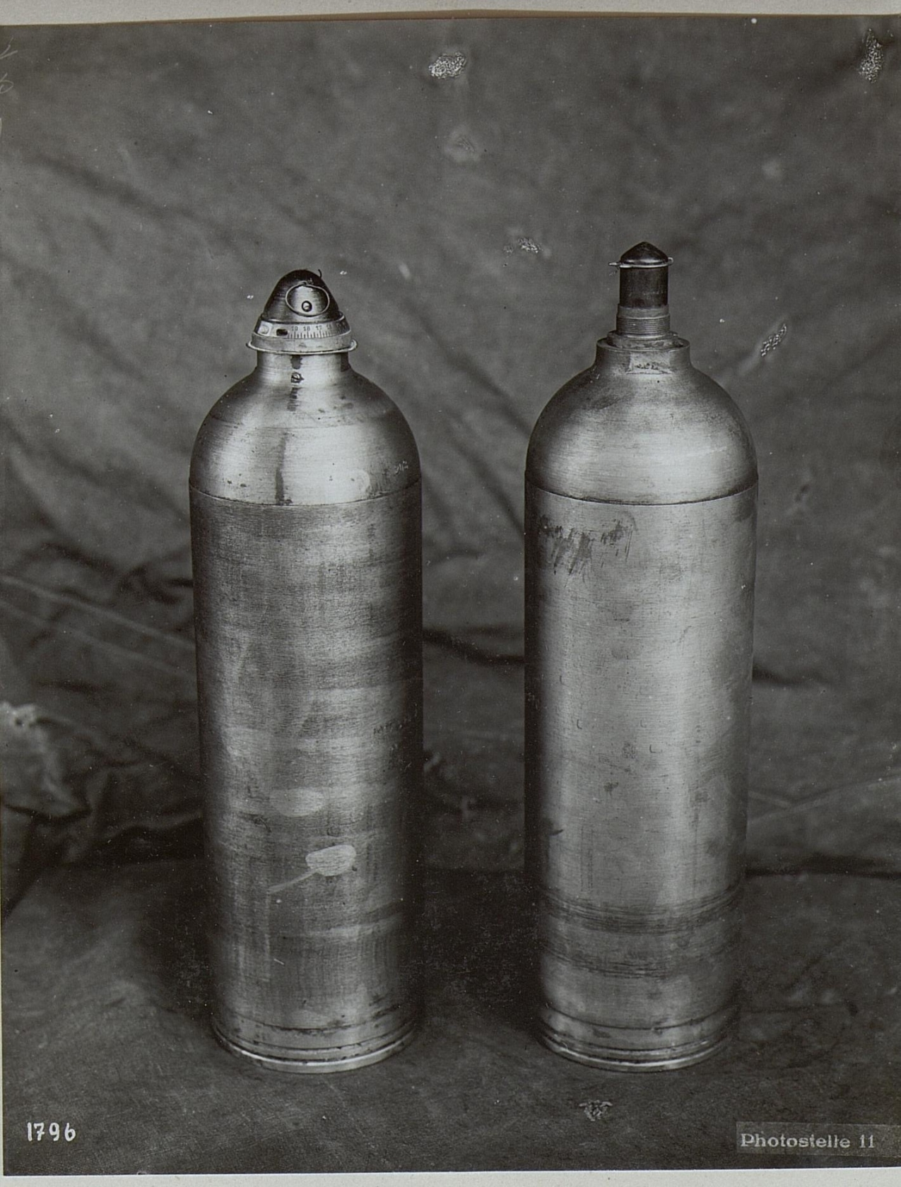 file:links, 14cm m.15.wurfmaschine mit zeitzünder.rechts, 14cm m.16