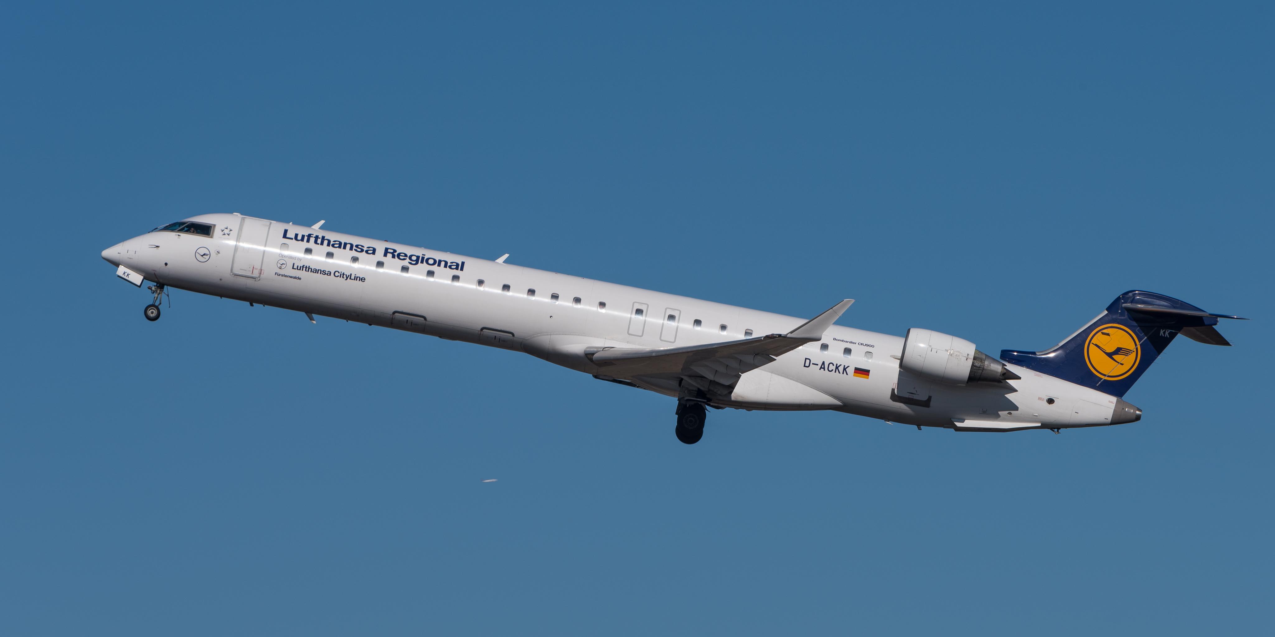 File:Lufthansa Regional Bombardier CRJ-900LR D-ACKK MUC 2015 01.jpg