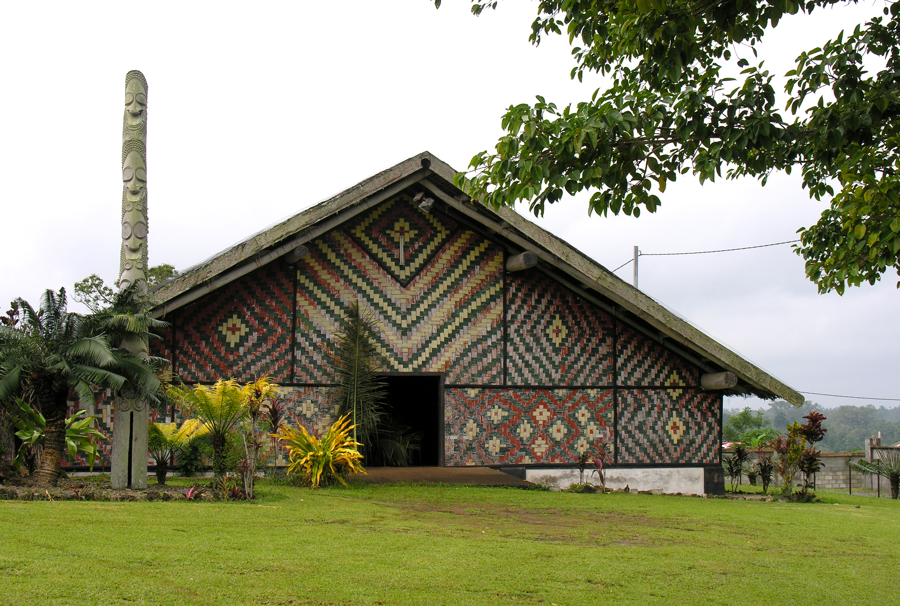 http://upload.wikimedia.org/wikipedia/commons/b/b3/National_Council_of_Chiefs%2C_Vanuatu.jpg