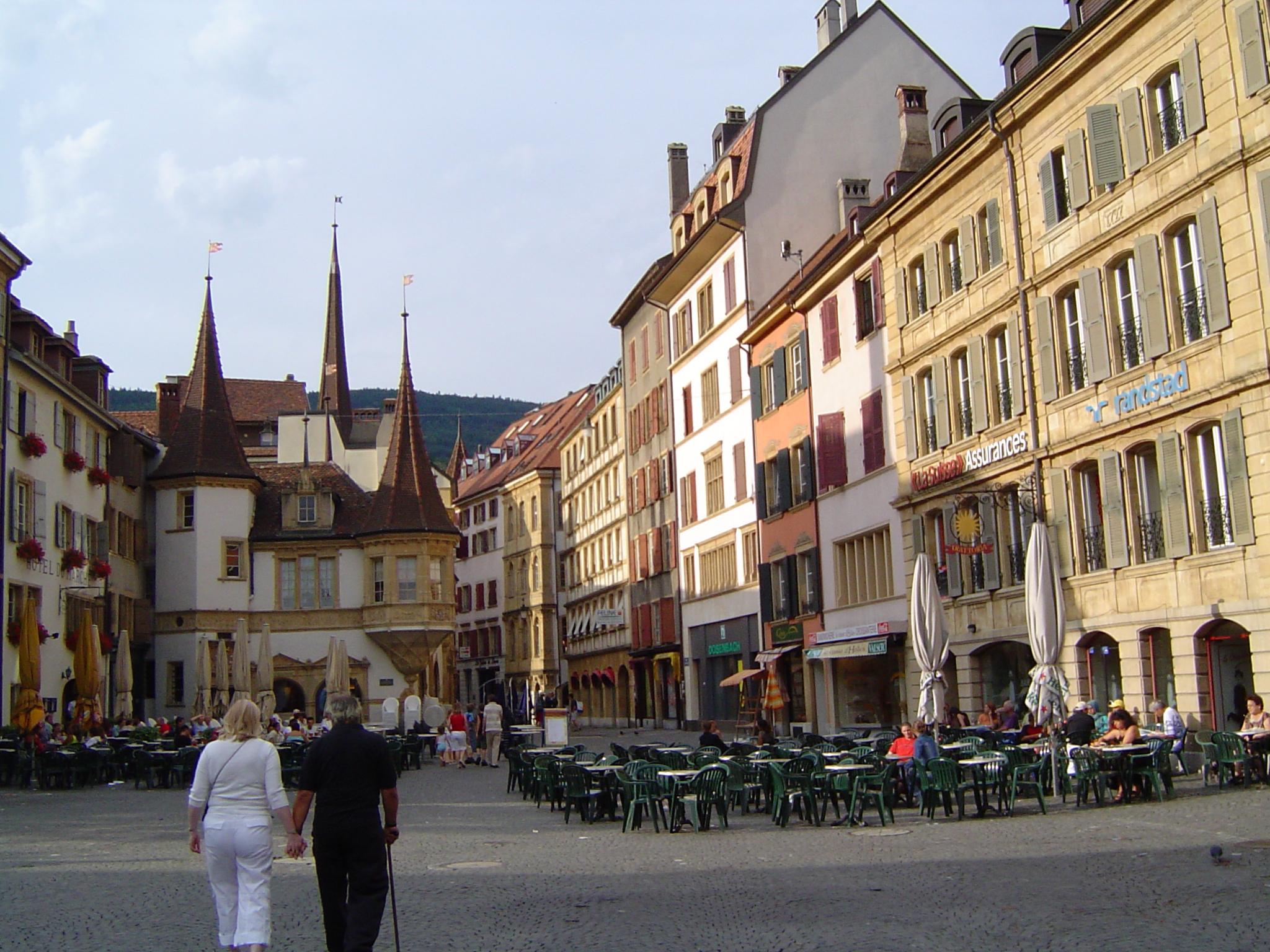 File neuchatel ville suisse 072005 jpg wikimedia commons for Acheter maison france voisine geneve