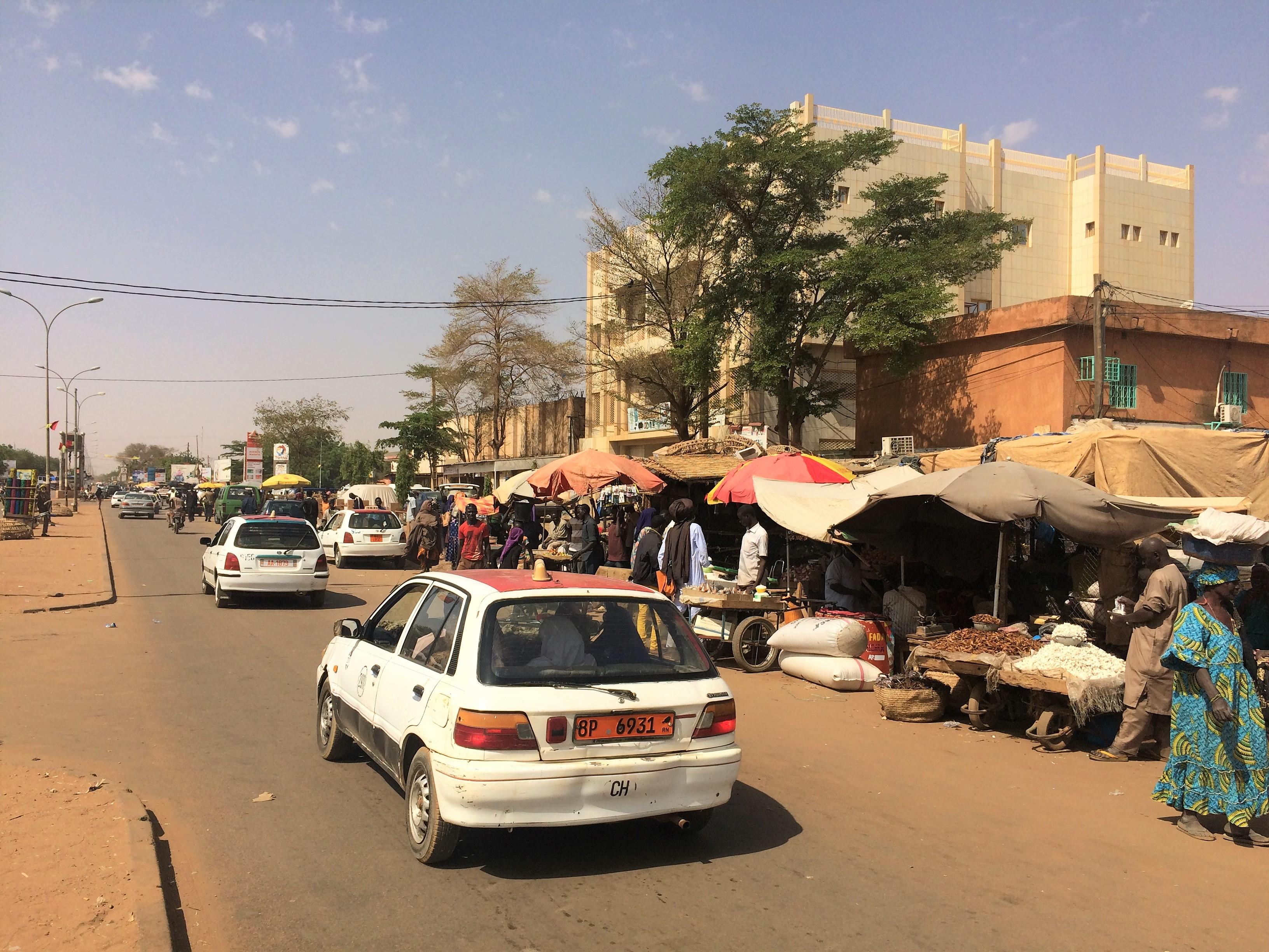File Niger Niamey Boulevard Mali Bero 3 Rue Rf 34 Jpg Wikimedia Commons
