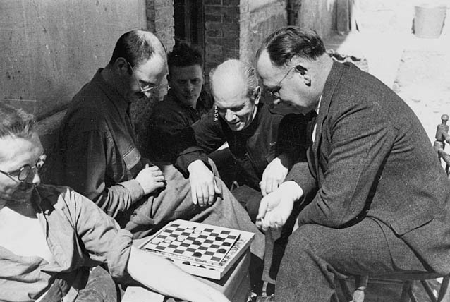File:Norman Bethune checkers 1937.jpg