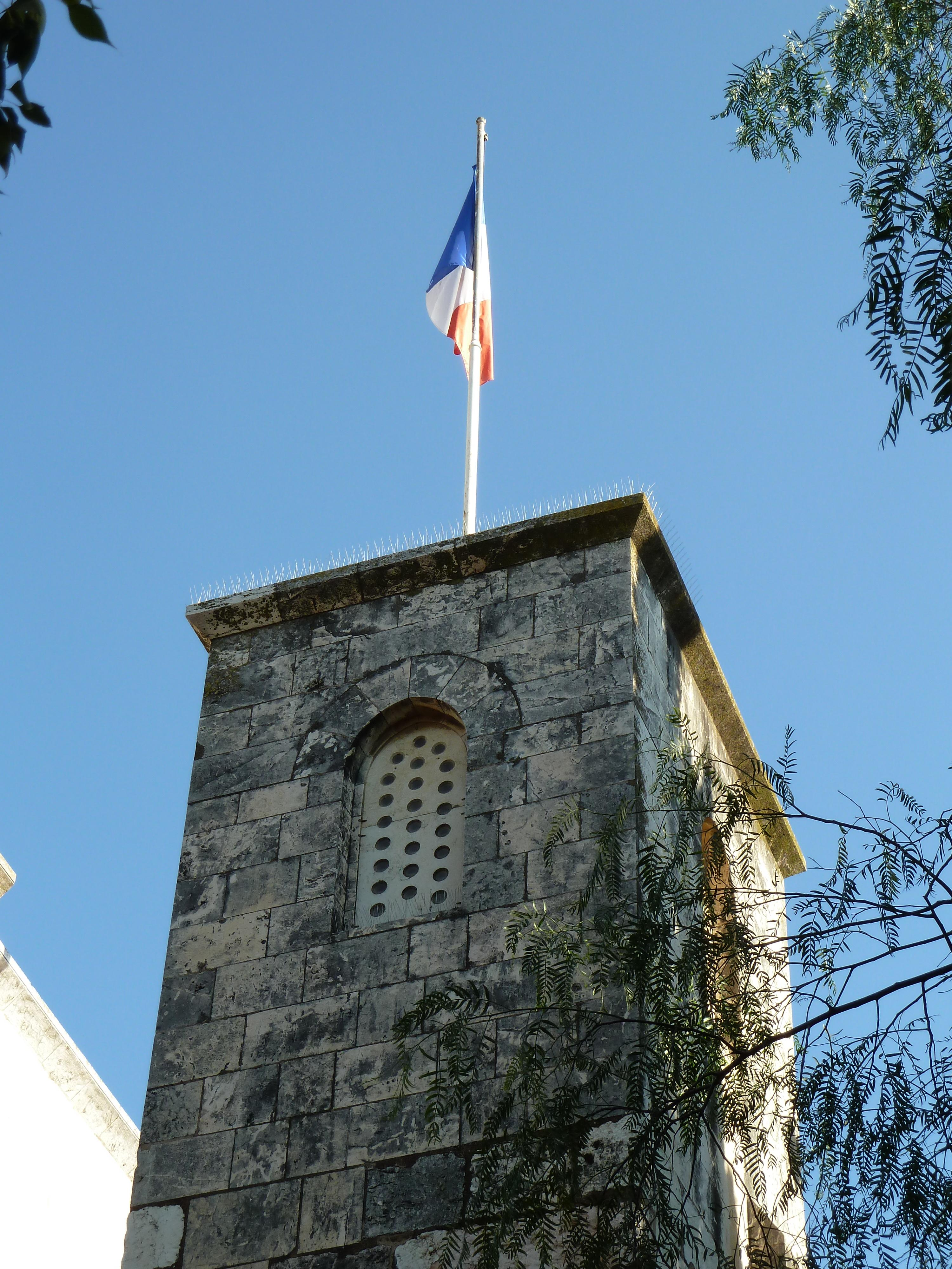 http://upload.wikimedia.org/wikipedia/commons/b/b3/Old_Jerusalem_Saint-Anne_church_french_flag.jpg