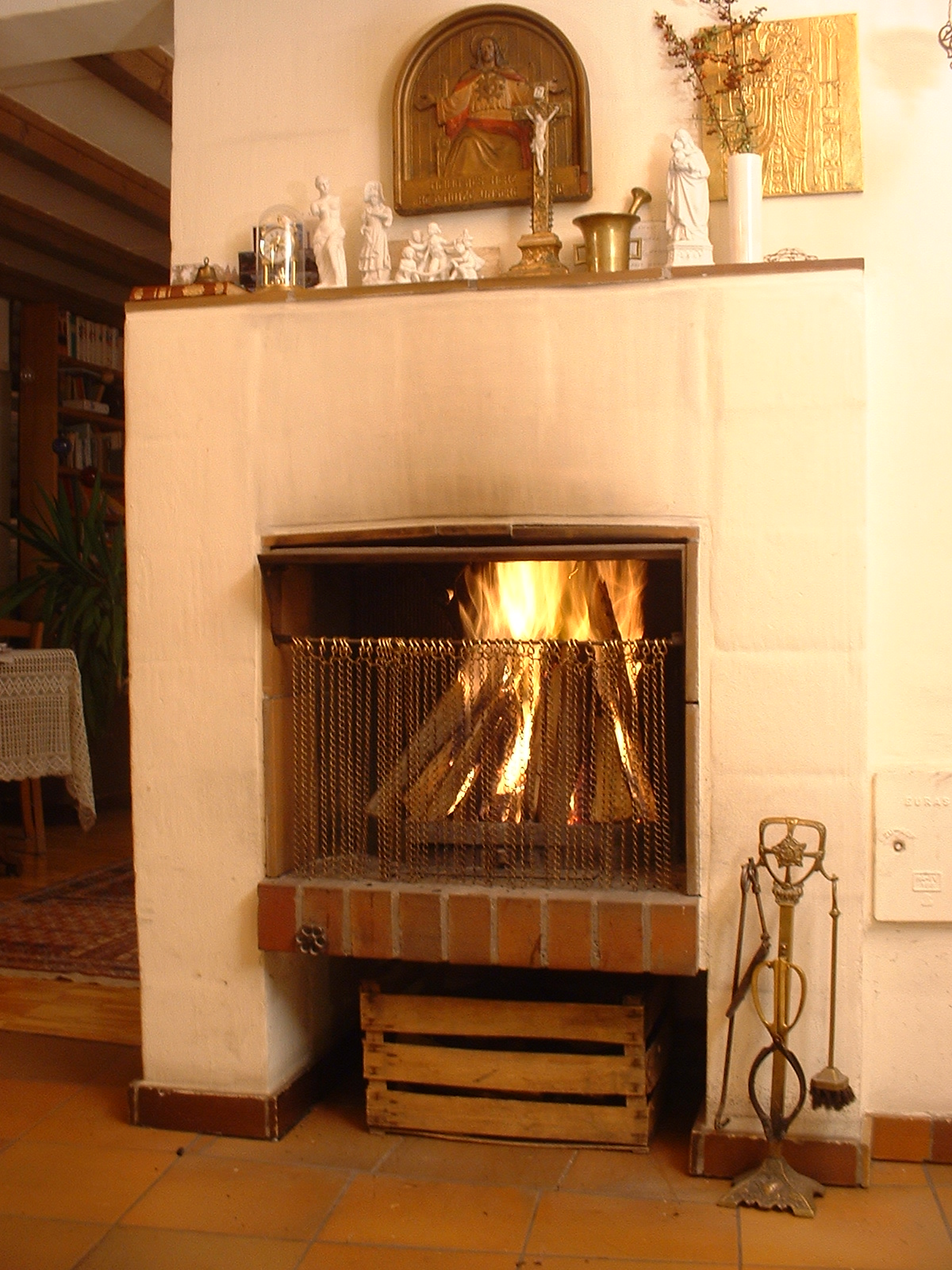 File open fireplace with wikimedia commons for Electric fireplace wiki