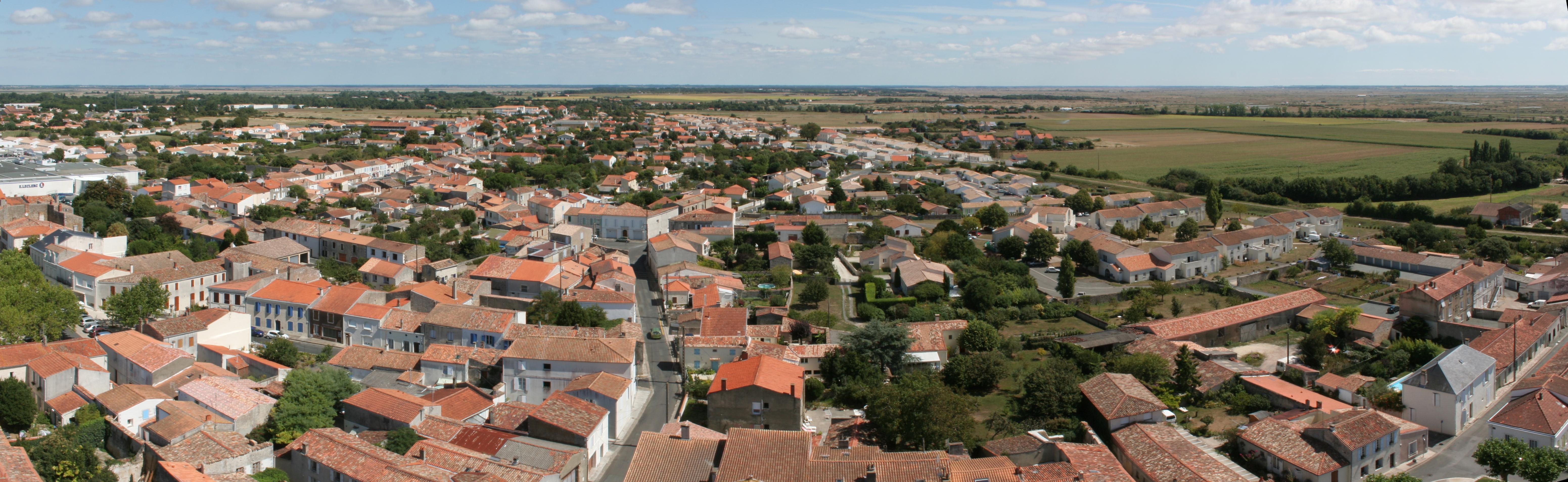 Par ordre alphabétique, des villes et des villages . - Page 9 Panorama_Marennes_1