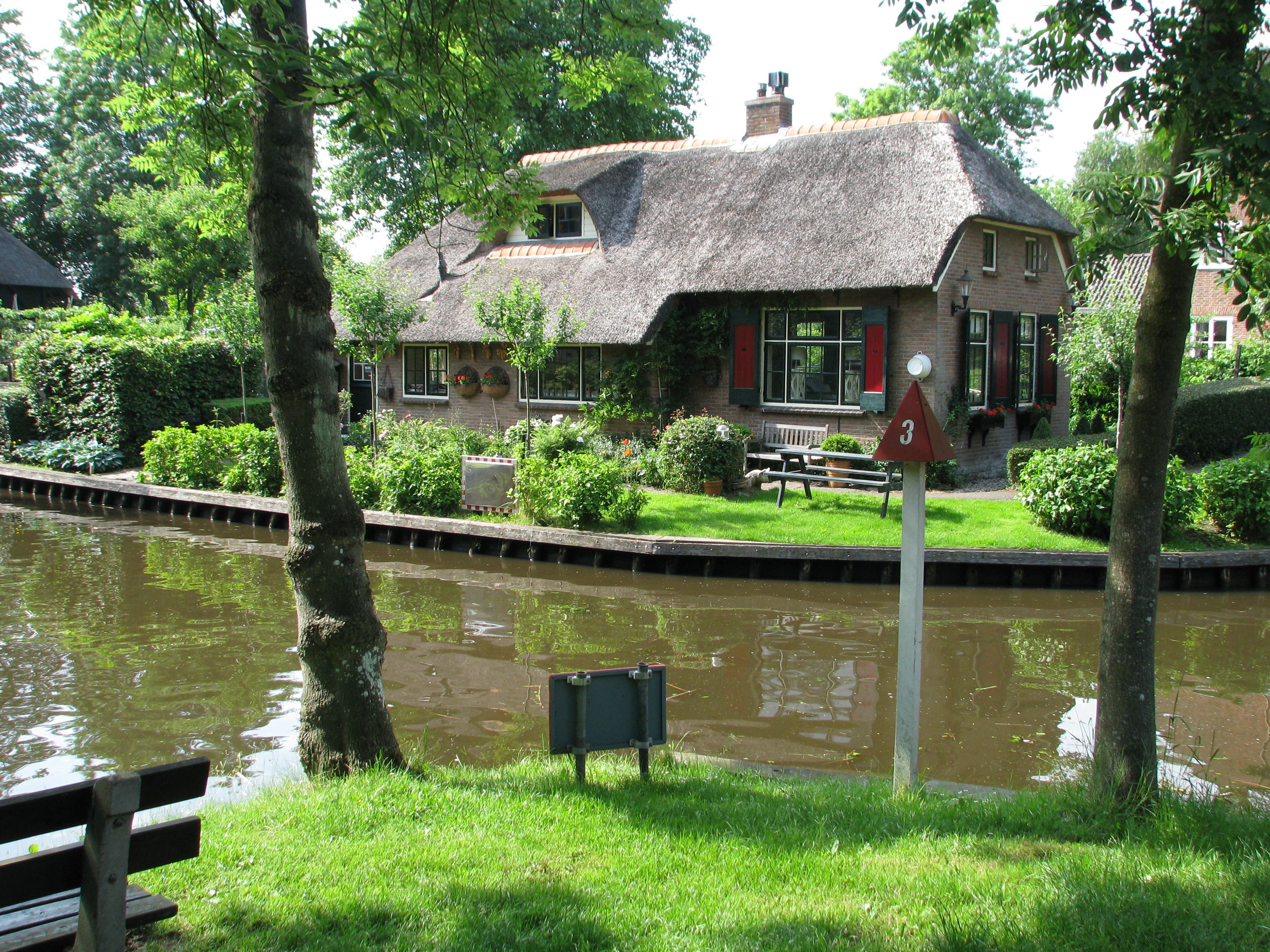 Raj na zemlji - Grad bez puteva Pretty_house_in_Giethoorn