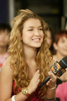 The 26-year old daughter of father Juan Carlos Ramos Vaquero and mother Michelle  Nathalia Ramos in 2018 photo. Nathalia Ramos earned a  million dollar salary - leaving the net worth at 2 million in 2018