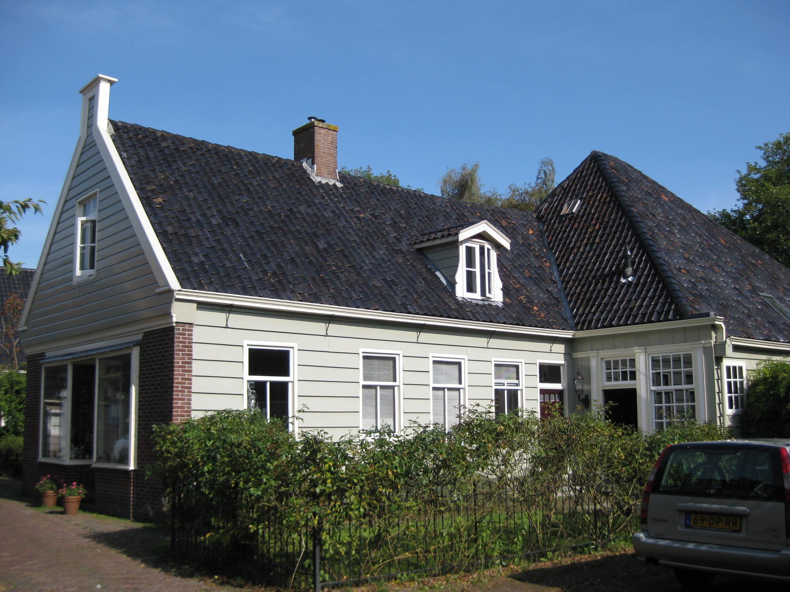 Houten huis met stelpvormige achterbouw in broek in waterland monument - Houten huis ...