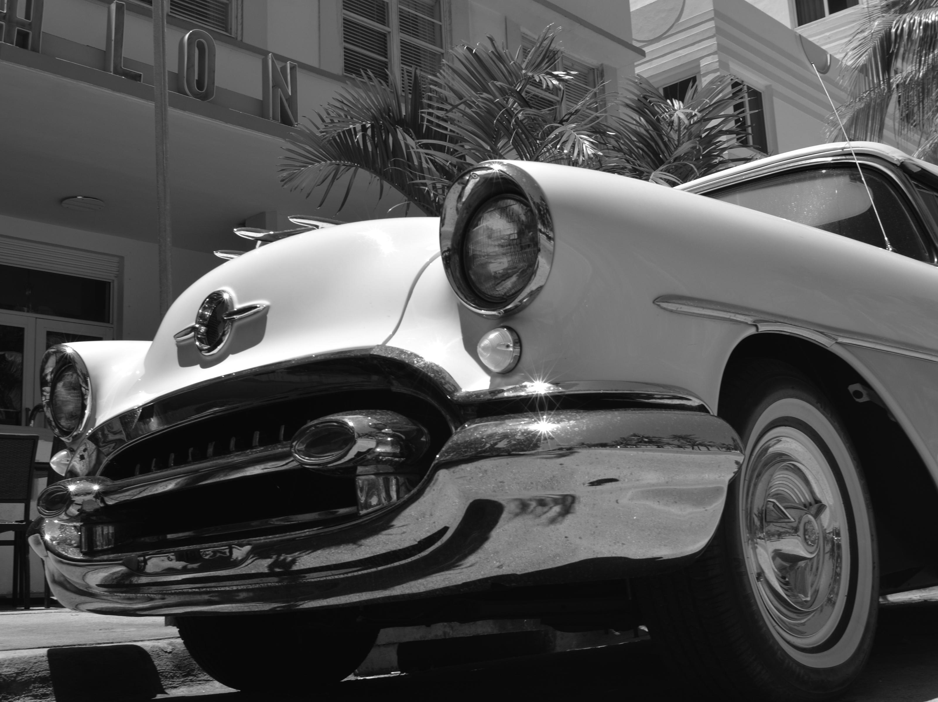 File:South Beach Miami Classic Car by D Ramey Logan.jpg ...
