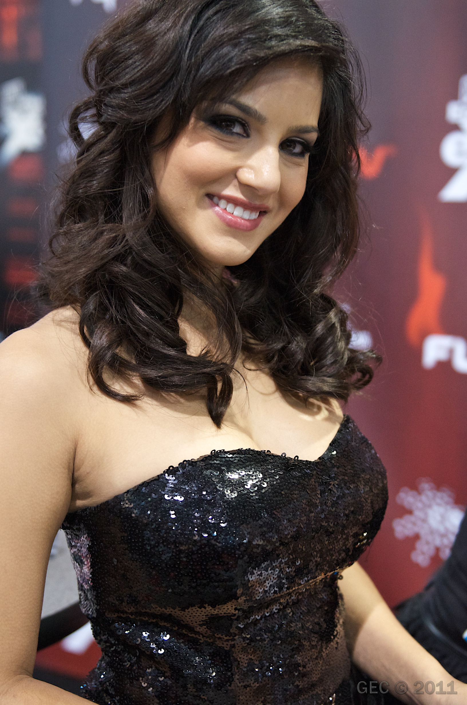 file:sunny leone avn 2011 2 - wikimedia commons