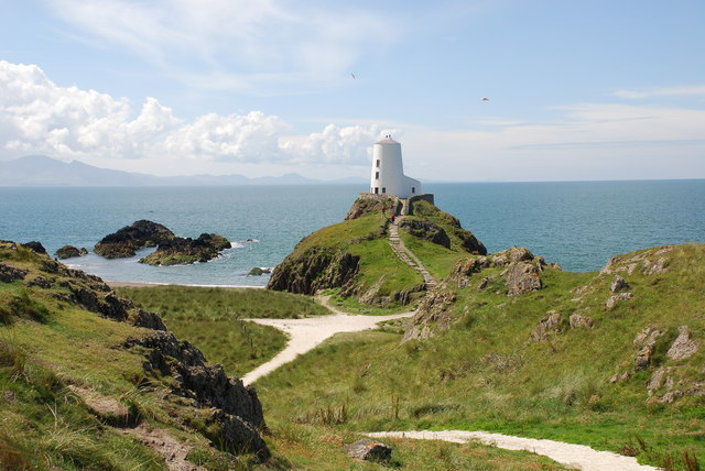 File:The old lighthouse on Ynys Llanddwyn - geograph.org.uk - 489180.jpg