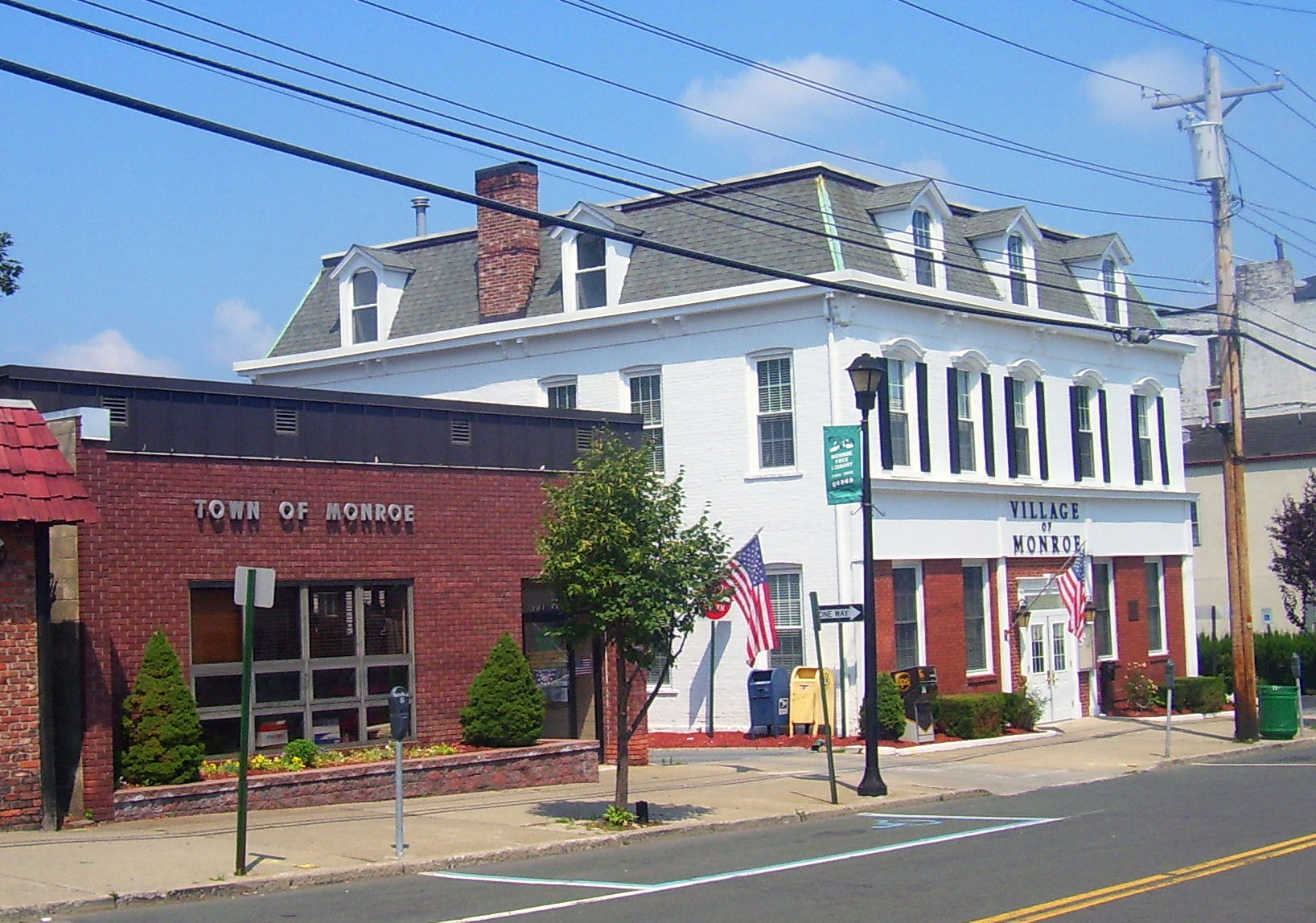 File town and village halls monroe wikimedia for New york new york on the town