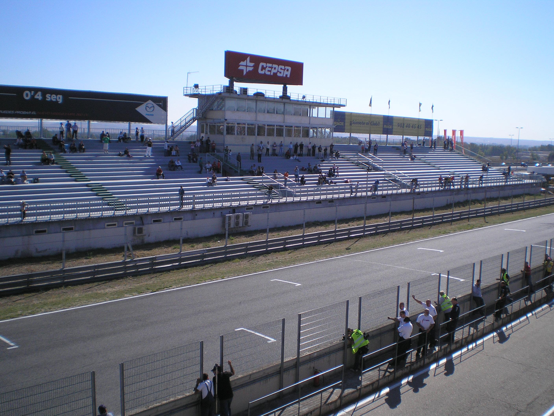 Circuito Jarama : Archivo tribuna recta circuito del jarama g wikipedia la