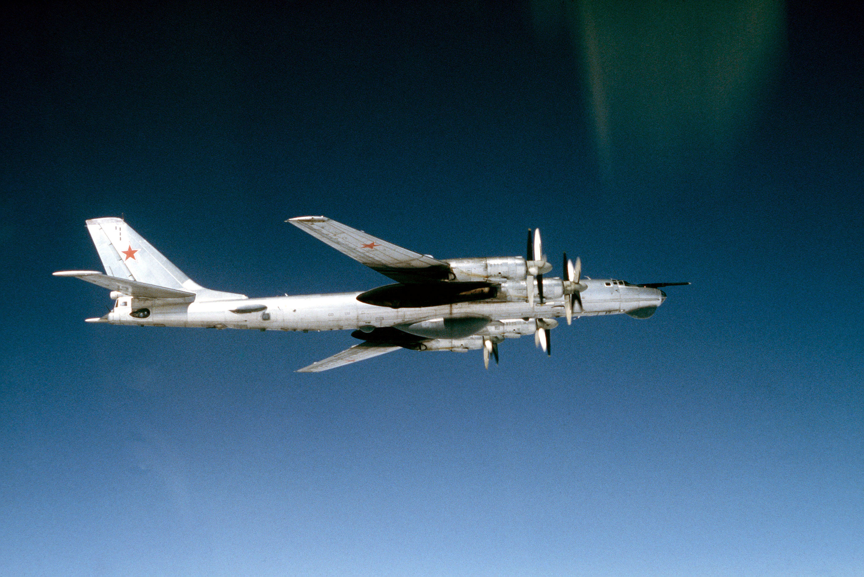 O Tsar Bomba era tão grande que era duvidoso que pudesse ser prático lançar a bomba por um bombardeiro soviético.