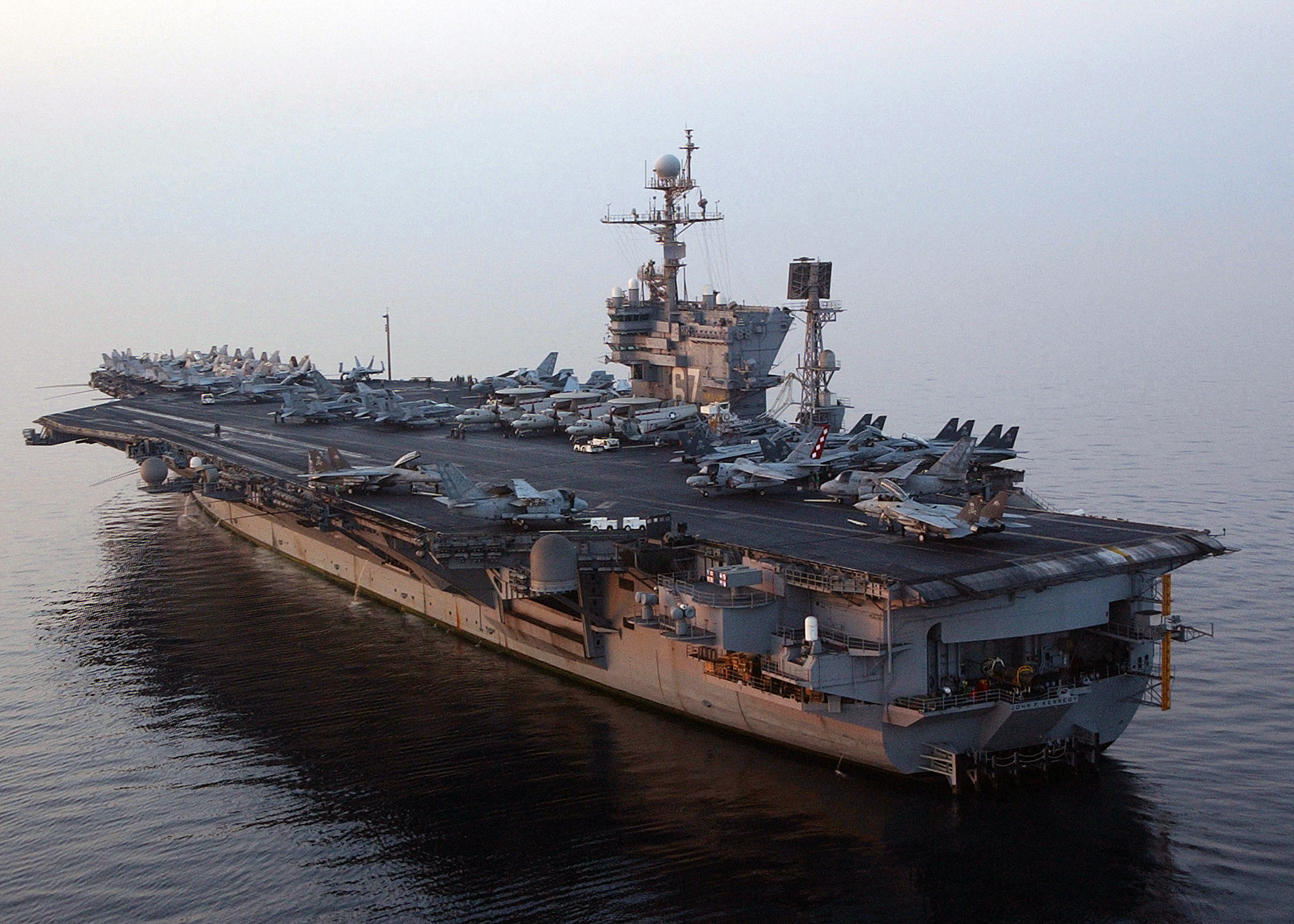 Soubor USS John F Kennedy CV 67 Port Stern View 2004 – Wikipe