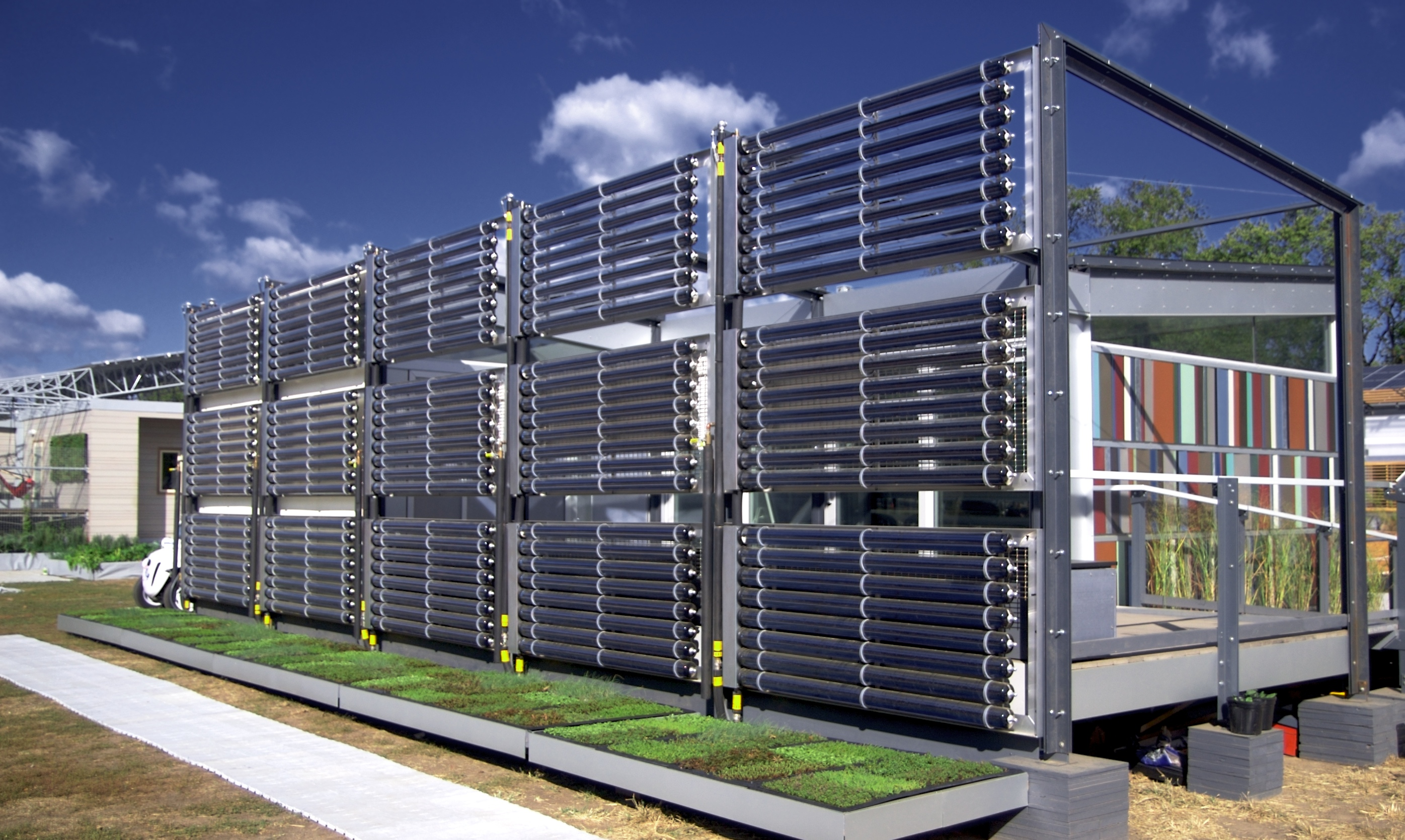 File:University of Cincinnati house (solar panels) at ...
