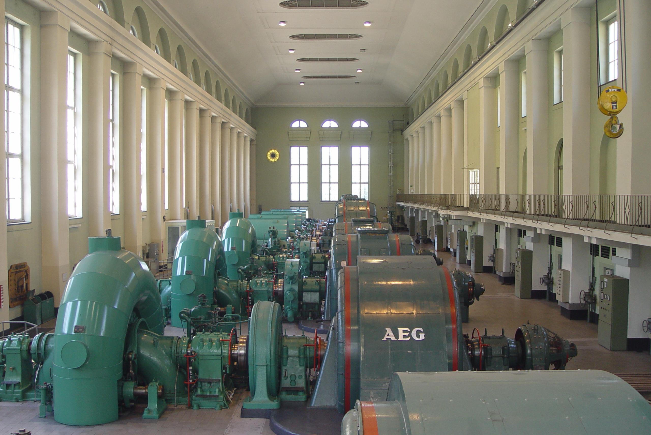 File Walchenseekraftwerk Maschinenraum Jpg Wikimedia Commons